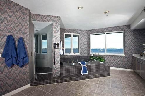 Phòng tắm nên chọn loại gạch có độ nhám cao